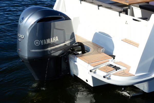 finnmaster pilot 8 with yamaha outboard engine - swim platform and engine_l