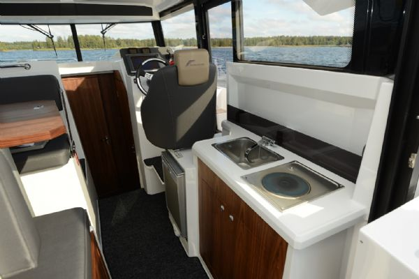 finnmaster pilot 8 with yamaha outboard engine - wallas 800 cooker_l