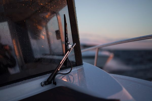 finnmaster pilot 8 with yamaha outboard engine - windscreen wiper_l