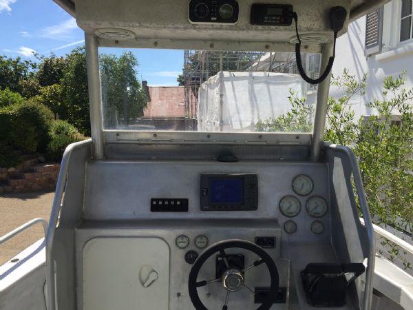 aluminium work boat with twin etecs - console_l
