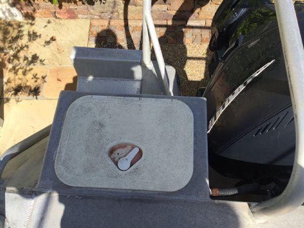 aluminium work boat with twin etecs - locker_l