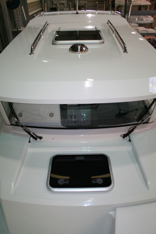 finnmaster pilot 7 with yamaha outboard engine - deck hatch_l