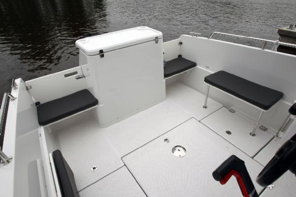 finnmaster pilot 7 with yamaha outboard engine - rear seating area_l