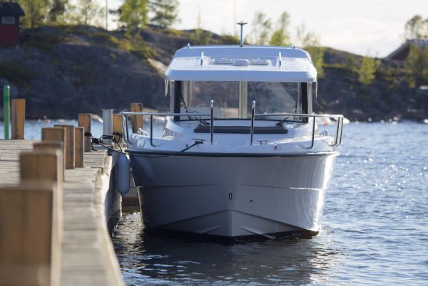 finnmaster pilot 7 with yamaha outboard engine - windscreen_l
