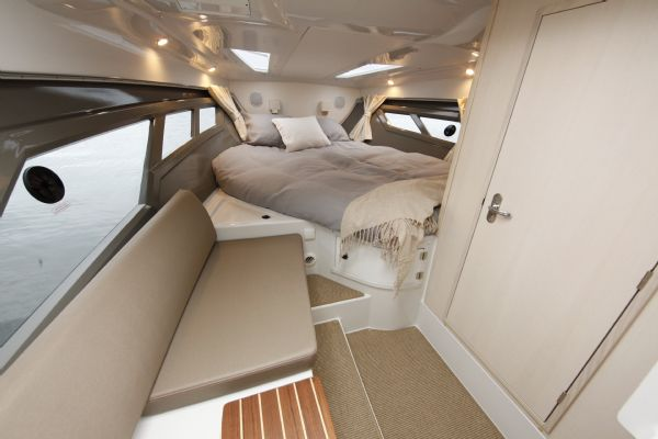 finnmaster t8 with yamaha outboard - berth_l