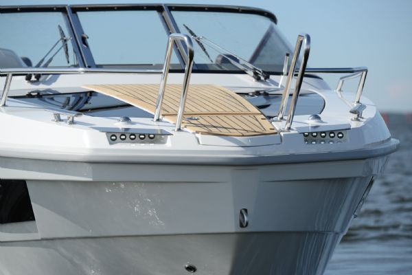finnmaster t8 with yamaha outboard - bow and windscreen_l