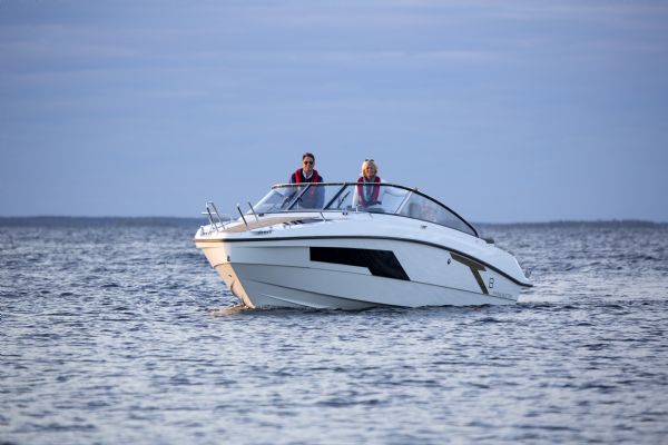 finnmaster t8 with yamaha outboard - bow on water_l