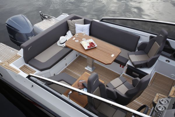 finnmaster t8 with yamaha outboard - cockpit seating_l