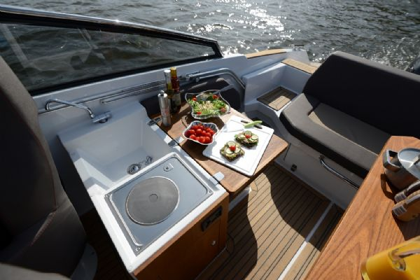 finnmaster t8 with yamaha outboard - cooker and cockpit_l