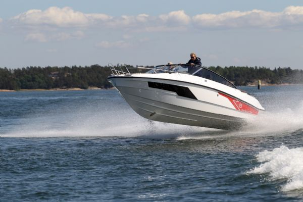 finnmaster t8 with yamaha outboard - hull colour_l