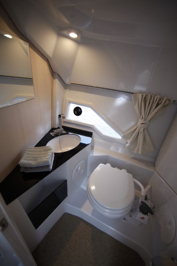 finnmaster t8 with yamaha outboard - sea water toilet_l