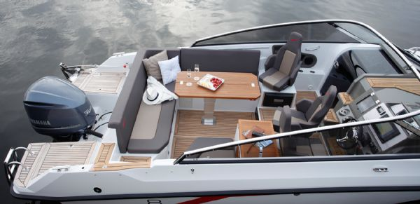 finnmaster t8 with yamaha outboard - seating area and cockpit table_l