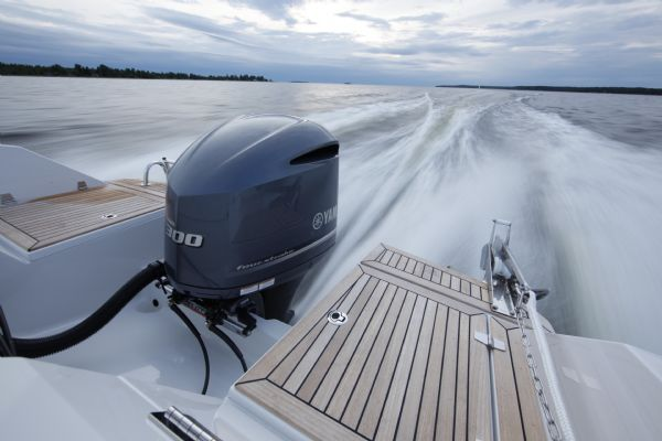 finnmaster t8 with yamaha outboard - stern_l