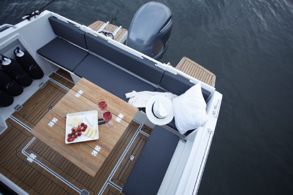 finnmaster pilot 7 weekend with yamaha outboard engine - bench seating area_l