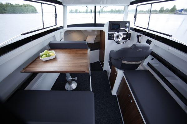 finnmaster pilot 7 weekend with yamaha outboard engine - cabin table_l