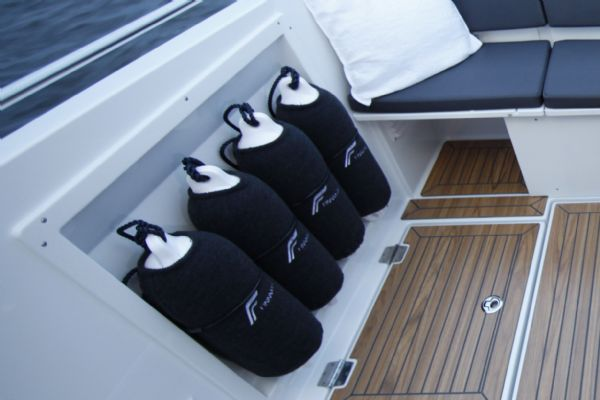 finnmaster pilot 7 weekend with yamaha outboard engine - fenders and covers_l
