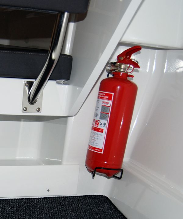 finnmaster pilot 7 weekend with yamaha outboard engine - fire extinguisher_l