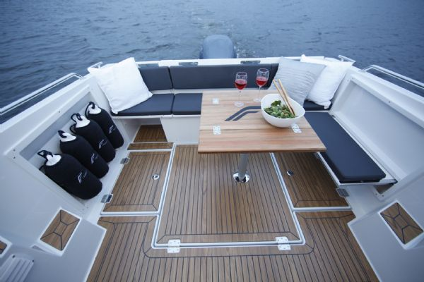 finnmaster pilot 7 weekend with yamaha outboard engine - rear bench seating area nand cockpit table_l