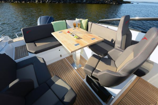 finnmaster t7 with yamaha outboard engine - rear bench seating area and cockpit table_l
