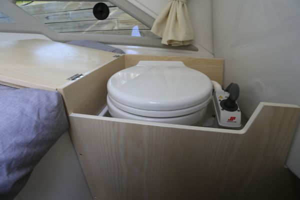 finnmaster t7 with yamaha outboard engine - sea toilet_l