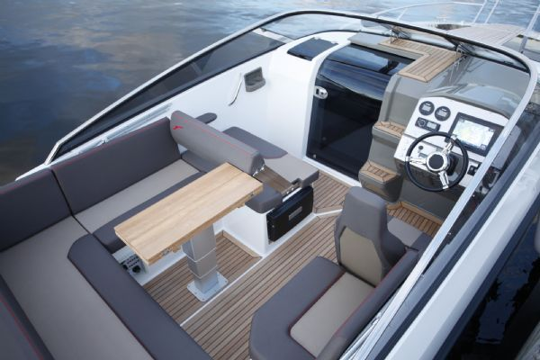 finnmaster t7 with yamaha outboard engine - seating layout_l