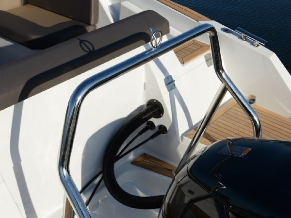 finnmaster t7 with yamaha outboard engine - ski hook_l