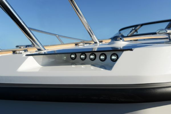 finnmaster t7 with yamaha outboard - lights_l