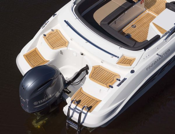 finnmaster 68 day cruiser with yamaha outboard engine - bathing platforms and engine_l