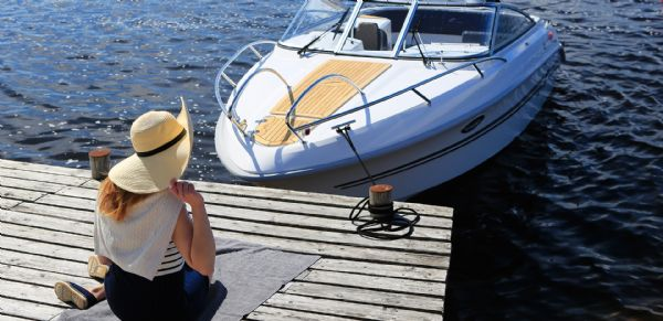 finnmaster 68 day cruiser with yamaha outboard engine - bow with teak decking_l