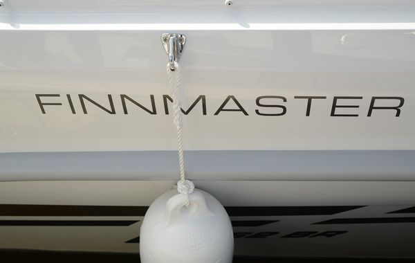 finnmaster 68 day cruiser with yamaha outboard engine - fender and logo_l
