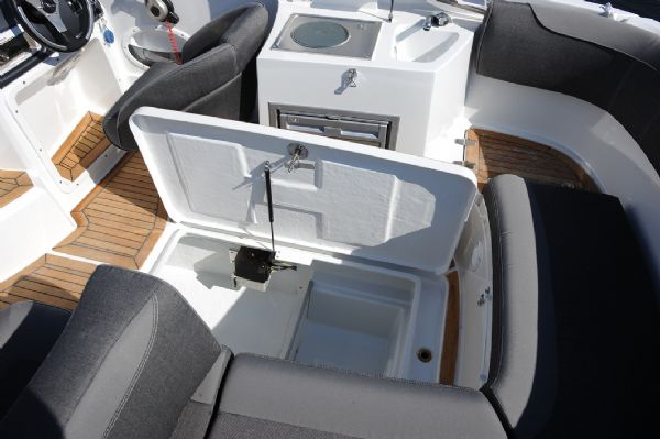 finnmaster 68 day cruiser with yamaha outboard engine - large storage locker under cockpit_l