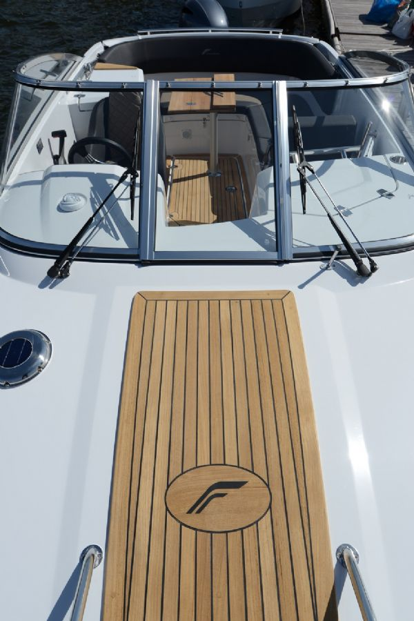 finnmaster 68 day cruiser with yamaha outboard engine - windscreen and teak decking_l