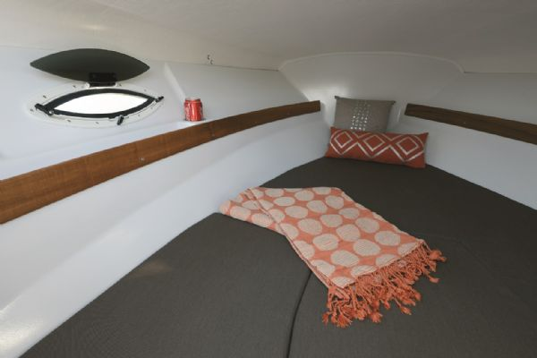 finnmaster 62 day cruiser with yamaha outboard engine - berth_l