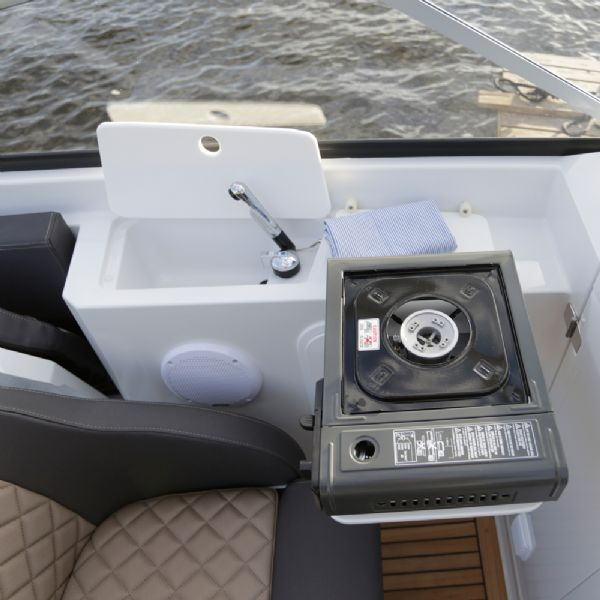 finnmaster 62 day cruiser with yamaha outboard engine - cooker and sink_l