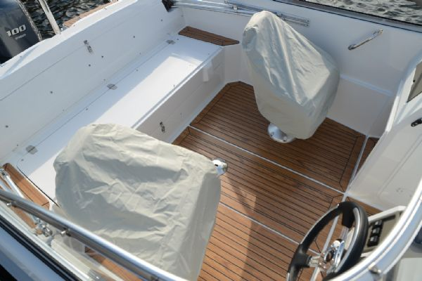 finnmaster 62 day cruiser with yamaha outboard engine - seat covers_l
