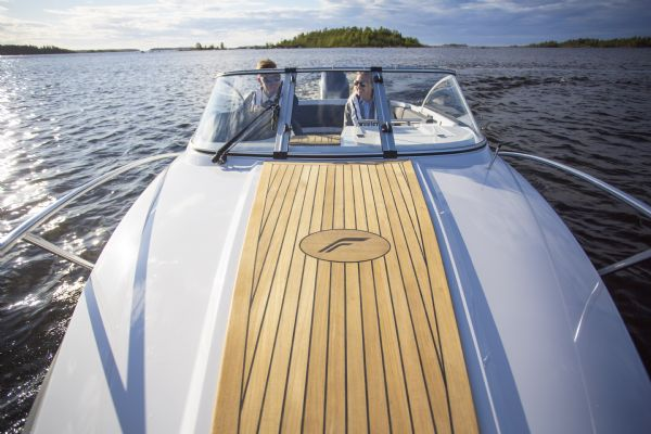 finnmaster 62 day cruiser with yamaha outboard engine - teak decking on bow_l