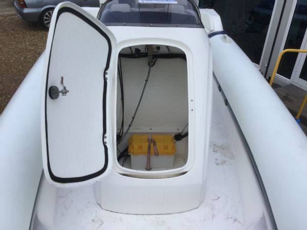 1429 - renegade 720 with mariner 150hp outboard engine and trailer - console openned_l