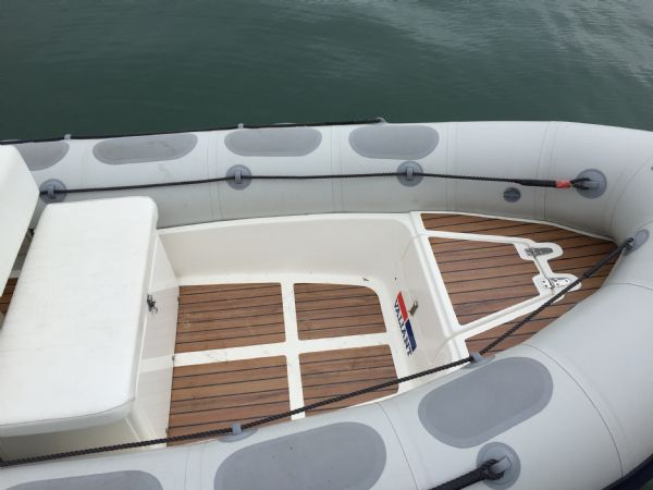 1424 - valiant 520 rib with mercury 50hp outboard engine and trailer - bow_l