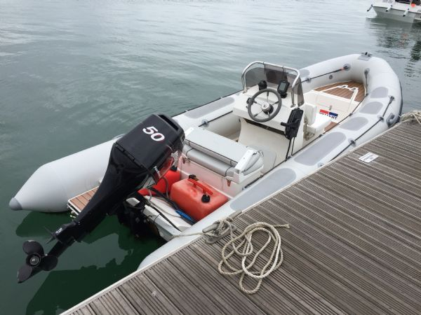 1424 - valiant 520 rib with mercury 50hp outboard engine and trailer - main stern_l