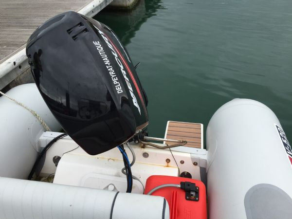 1424 - valiant 520 rib with mercury 50hp outboard engine and trailer - stern and engine_l