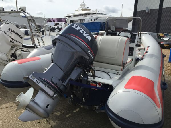 1416 - selva 510 rib with selva f60hp outboard engine and trailer - stern_l