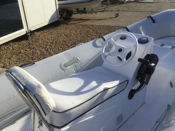 1407 - mercury 4.2m rib with mercury 40hp and trailer - driving seat 2_l