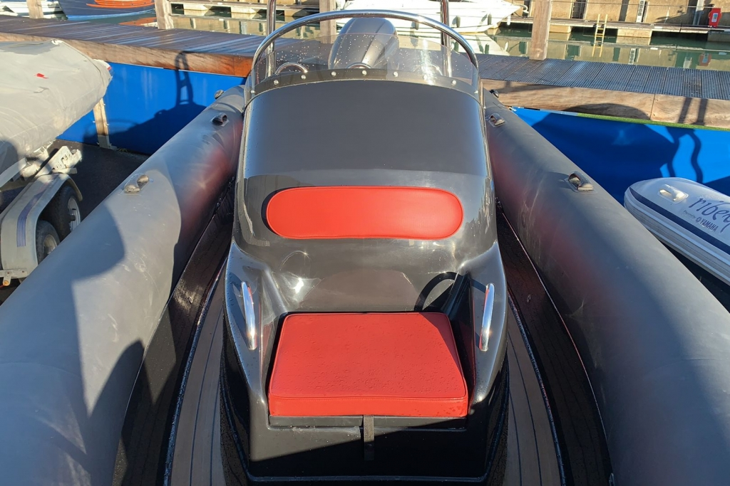 1635 - Brokerage - Ribeye 650S with Yamaha F200GET engine and trailer - Console seat