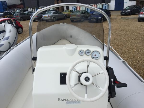 1393 - bombard 640 rib with suzuki 140hp outboard engine and trailer - console overview_l