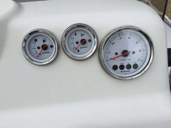 1393 - bombard 640 rib with suzuki 140hp outboard engine and trailer - gauges_l