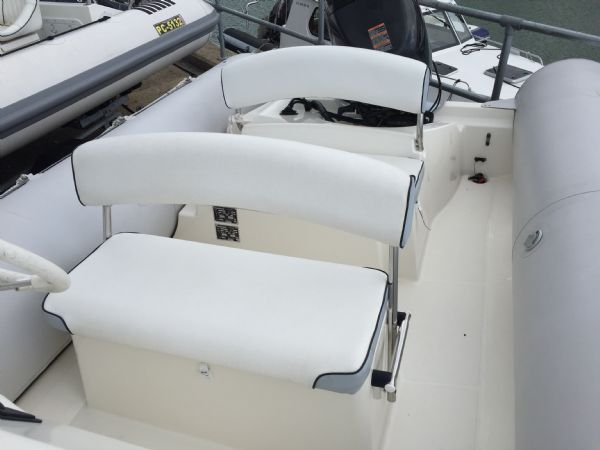 1393 - bombard 640 rib with suzuki 140hp outboard engine and trailer - seating layout_l