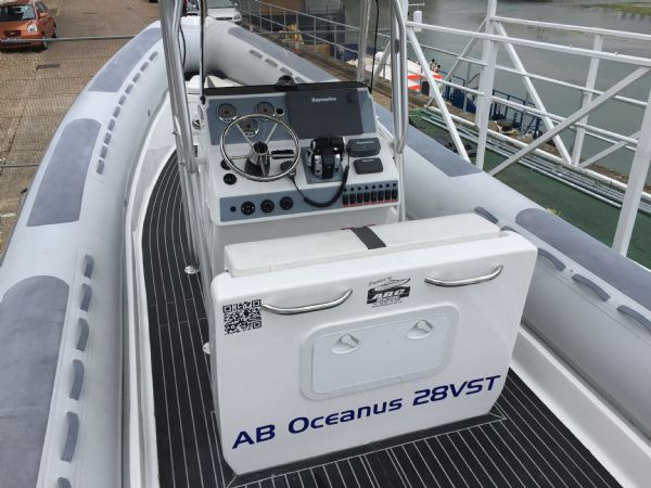 1397 ab oceanis deck from stern_l