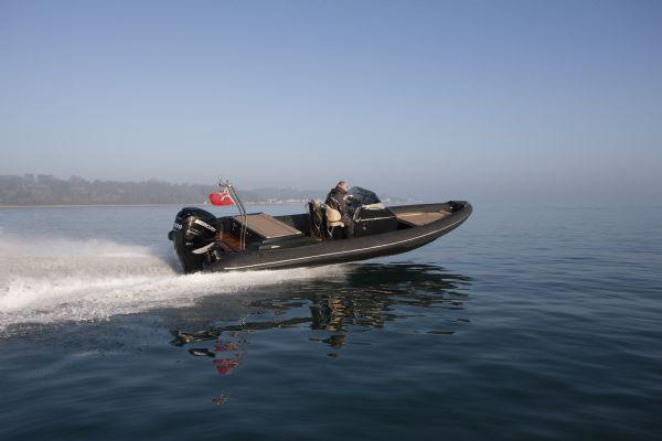 shearwater 890 rib with mercury verado 300 outboard - rear_l