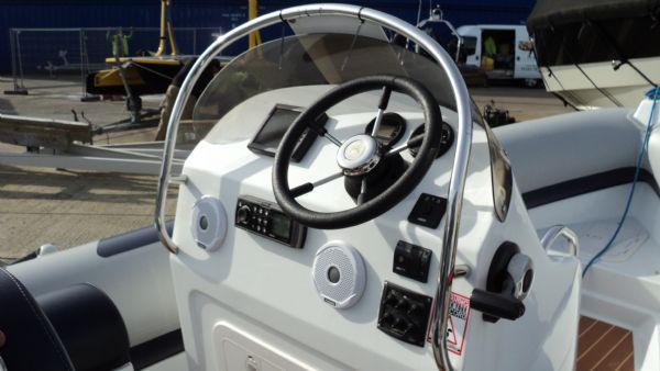 stock - 1355 - ribeye 600 rib with yamaha f100det engine - console from side_l