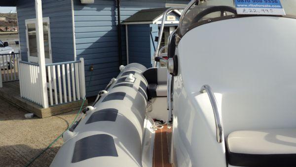 stock - 1355 - ribeye 600 rib with yamaha f100det engine - starboard walkway_l